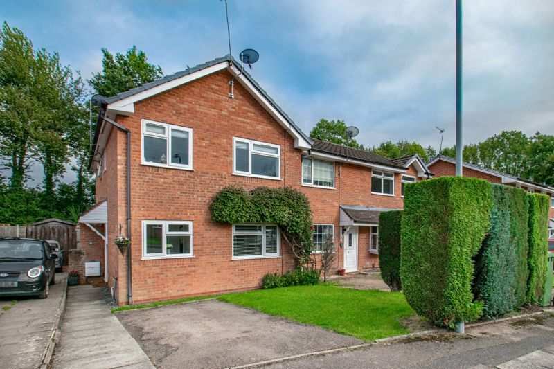 2 bed house for sale in Bilbury Close 1