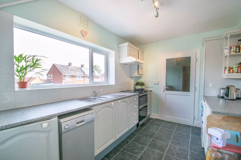 3 bed house for sale in Foxlydiate Crescent 2