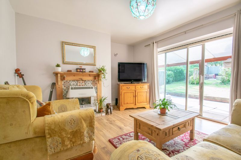 3 bed house for sale in Foxlydiate Crescent 3