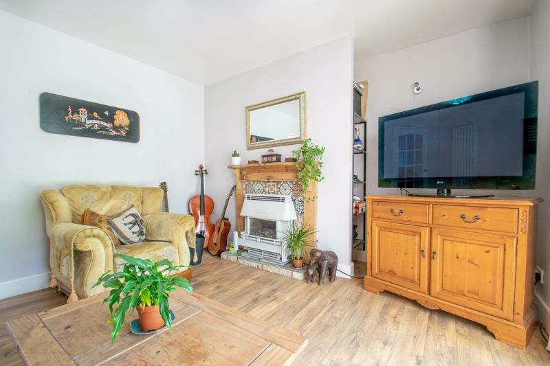 3 bed house for sale in Foxlydiate Crescent 6