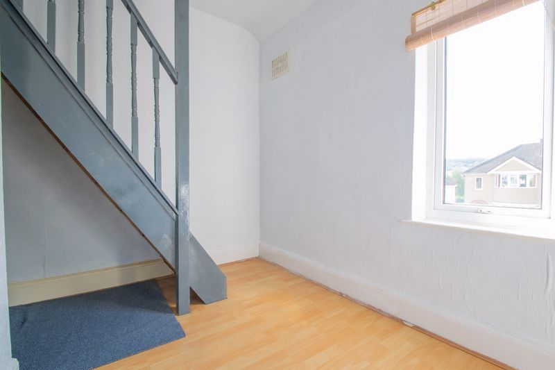 3 bed house for sale in West Road 8