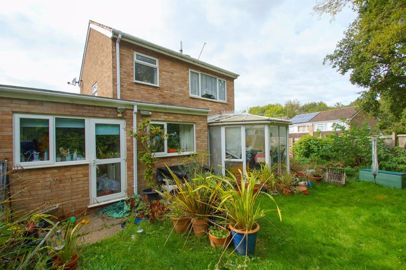 3 bed house for sale in Caynham Close 3