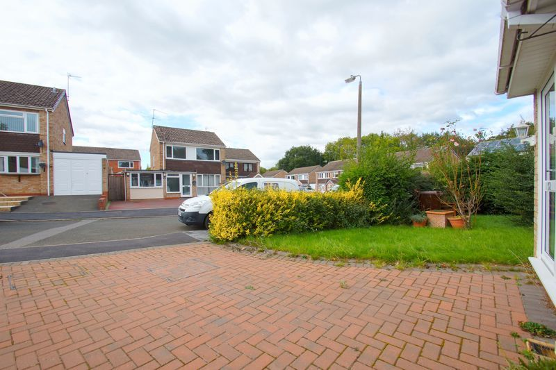 3 bed house for sale in Caynham Close 4