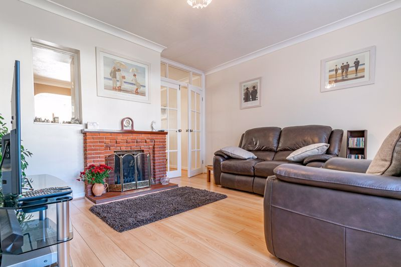 4 bed house for sale in Fordhouse Road 2