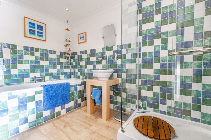 4 bed house for sale in Fordhouse Road 12
