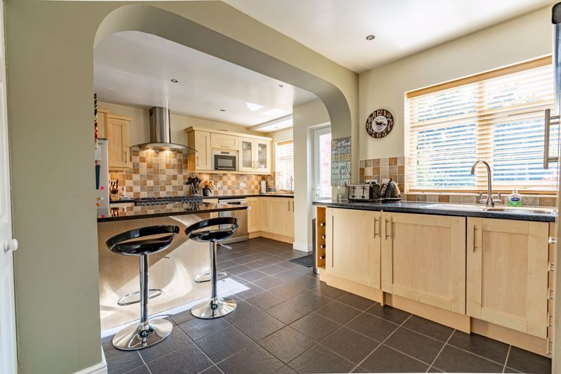 4 bed house for sale in Fordhouse Road 3