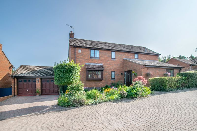 4 bed house for sale in Tanwood Close  - Property Image 1