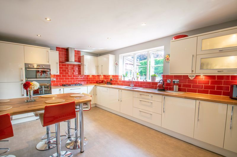 4 bed house for sale in Tanwood Close 3