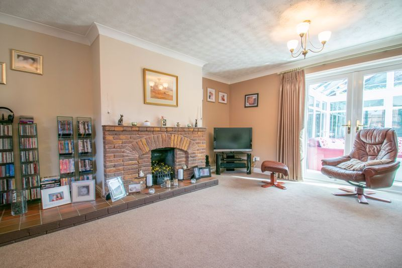 4 bed house for sale in Tanwood Close 5