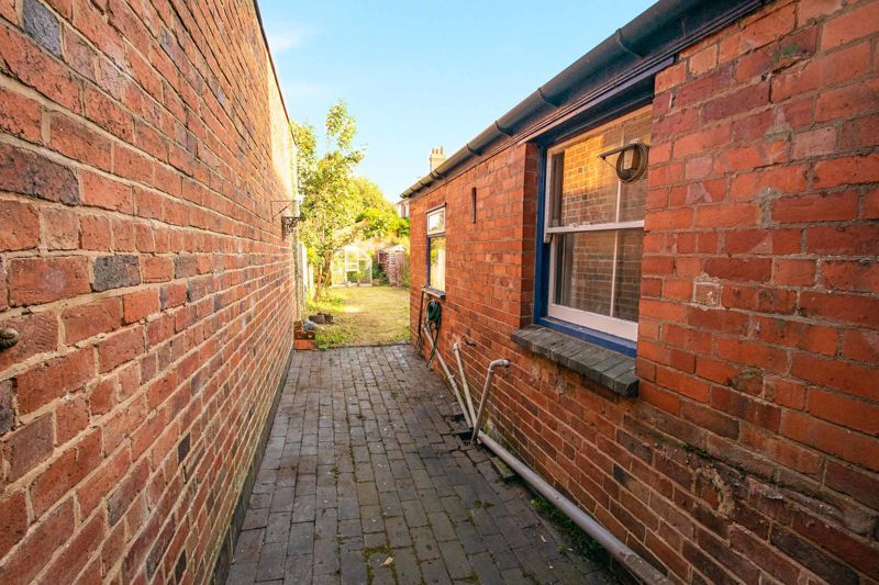 4 bed house for sale in Beale Street  - Property Image 11