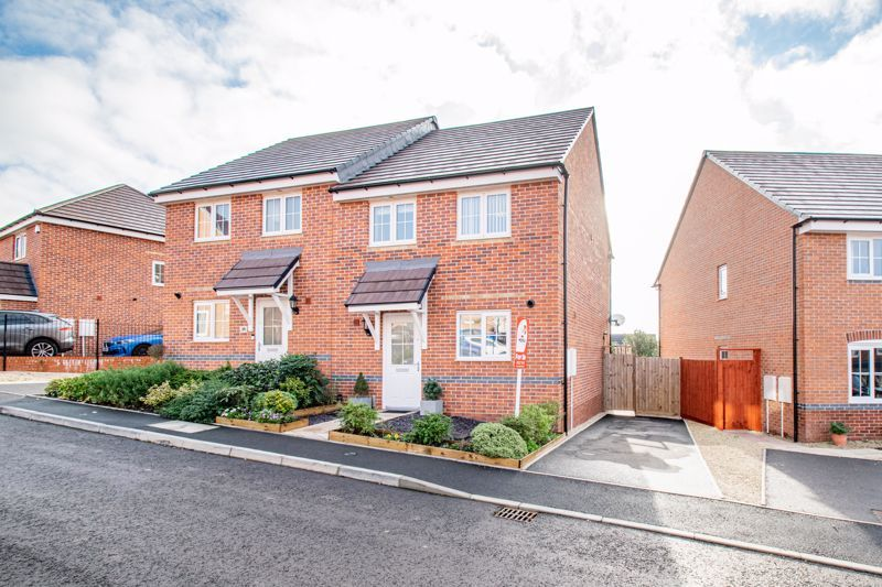 3 bed house for sale in Swallows Close 1