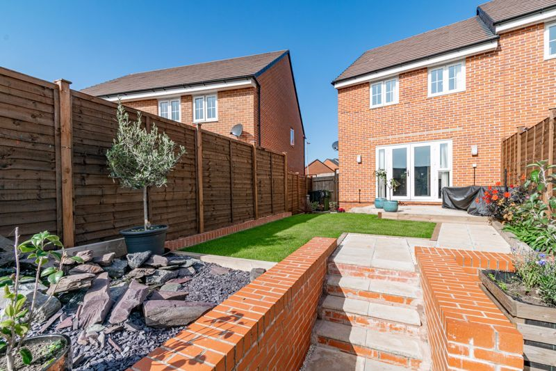 3 bed house for sale in Swallows Close 14
