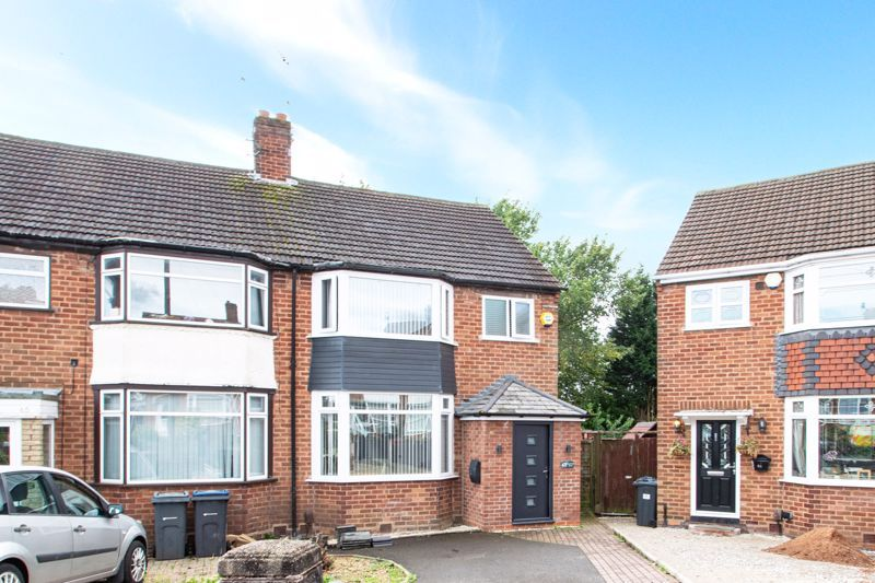 3 bed house for sale in Mayswood Grove 1