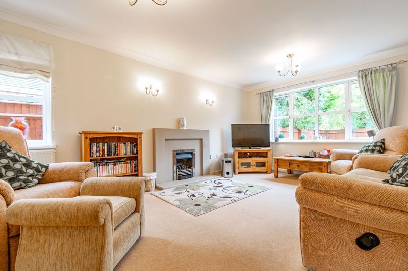 4 bed house for sale in Appletrees Crescent 2
