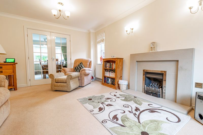 4 bed house for sale in Appletrees Crescent  - Property Image 3