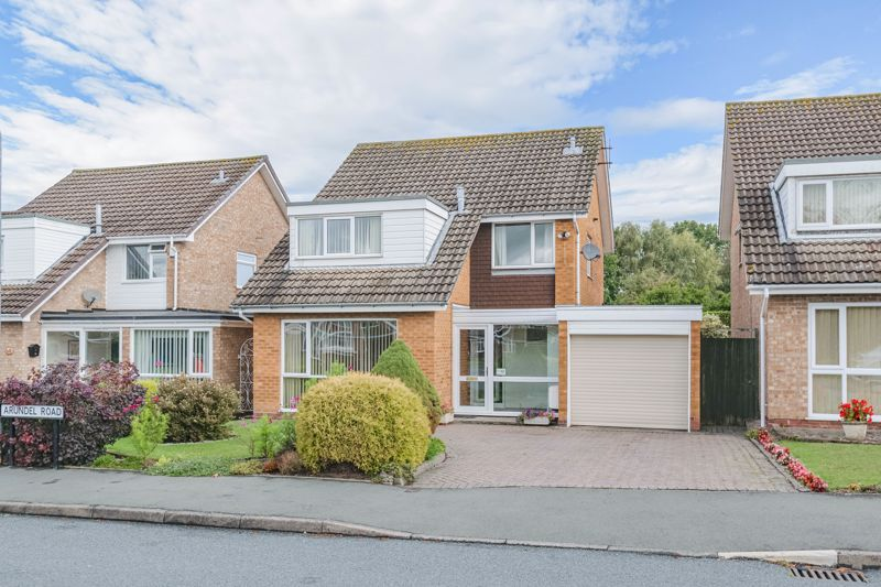 4 bed house for sale in Arundel Road 1