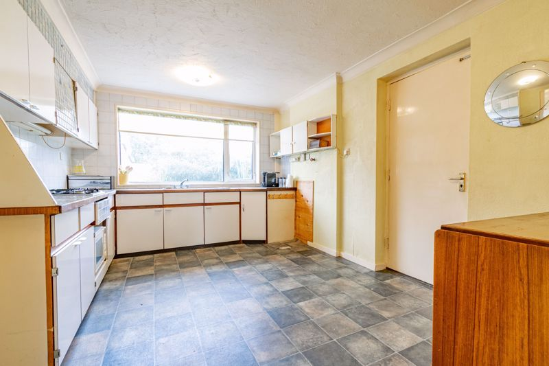 4 bed house for sale in Arundel Road 4