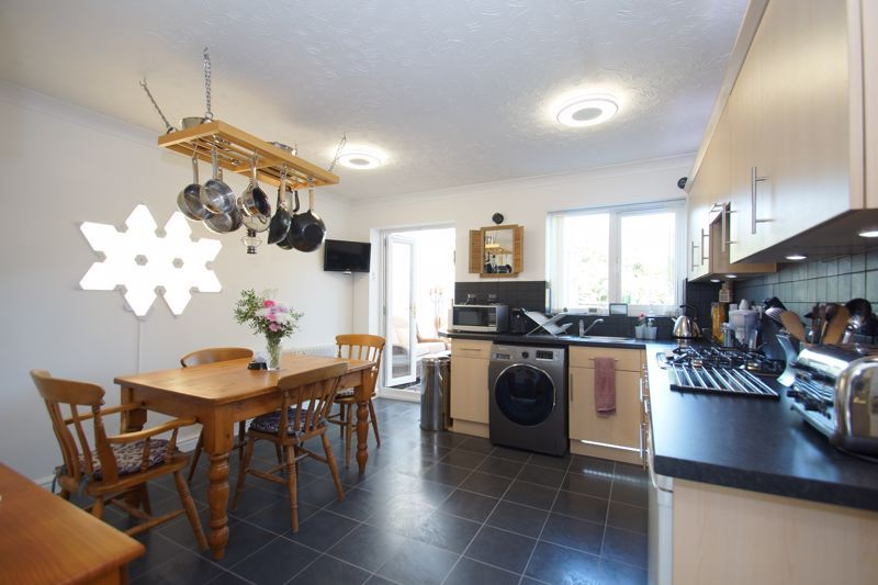 3 bed house for sale in Ticknall Close 3