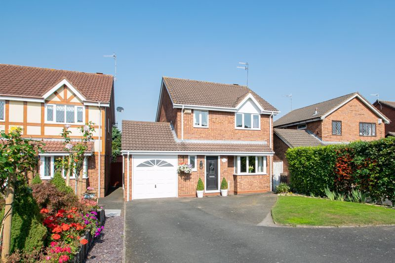 4 bed house for sale in Vestry Close 1