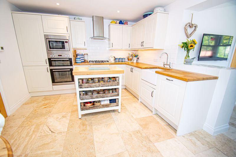3 bed house for sale in Greyhound Lane 5