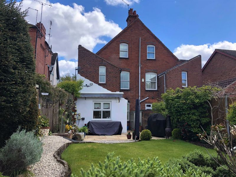 4 bed house for sale in Wood Street 1