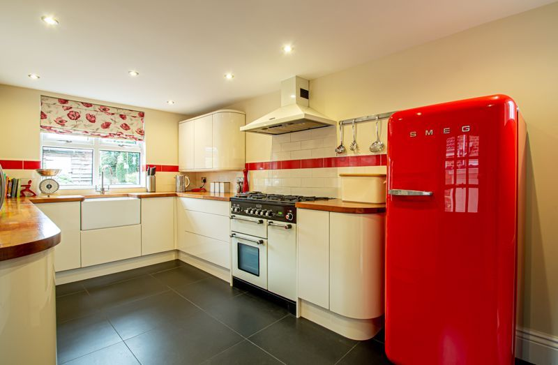 4 bed house for sale in Wood Street 19