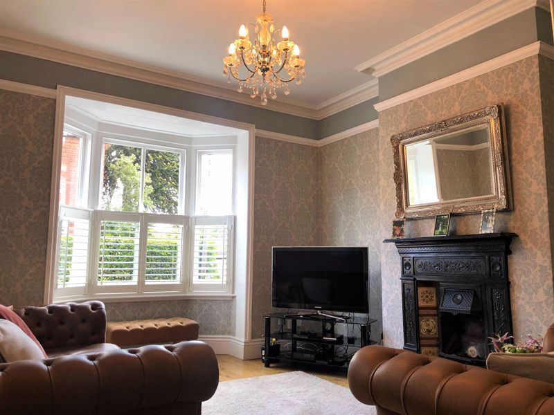 4 bed house for sale in Wood Street  - Property Image 3