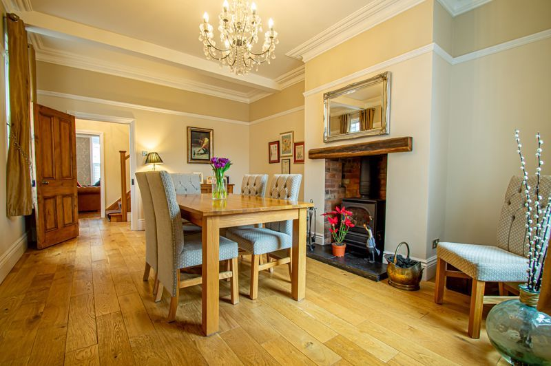 4 bed house for sale in Wood Street 5