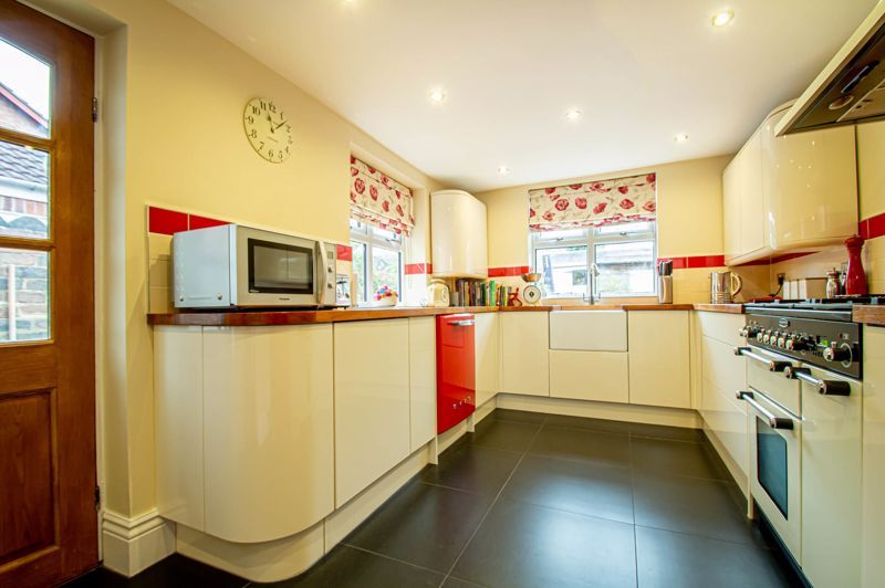 4 bed house for sale in Wood Street 6