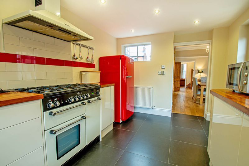 4 bed house for sale in Wood Street  - Property Image 7