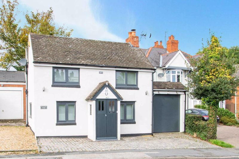 3 bed cottage for sale in Bromsgrove Road 1