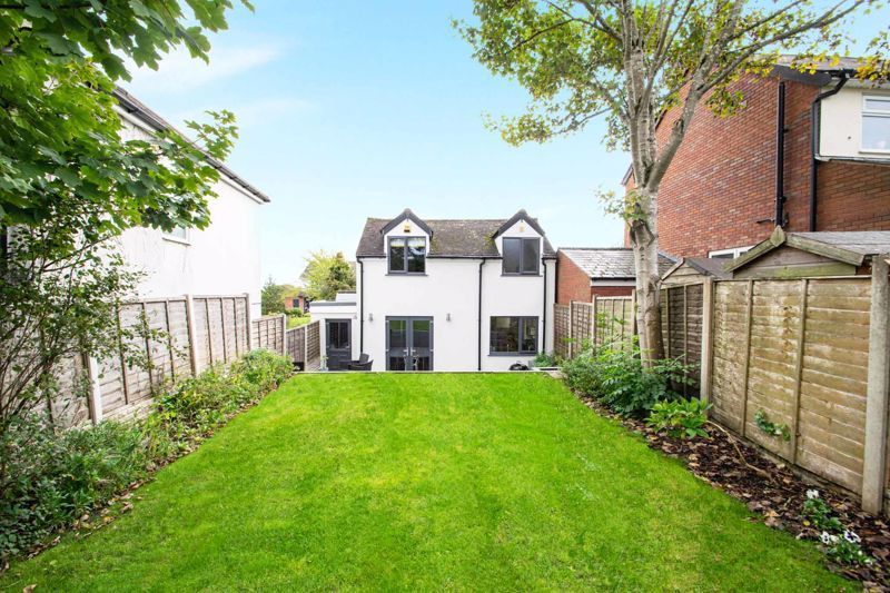 3 bed cottage for sale in Bromsgrove Road 17