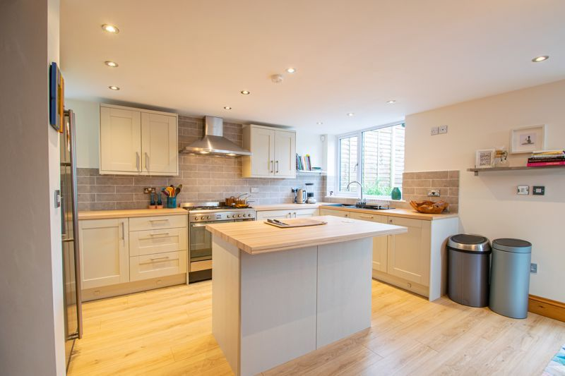 3 bed cottage for sale in Bromsgrove Road 5