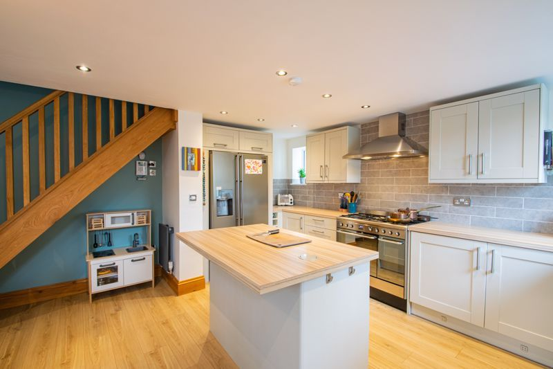 3 bed cottage for sale in Bromsgrove Road 7