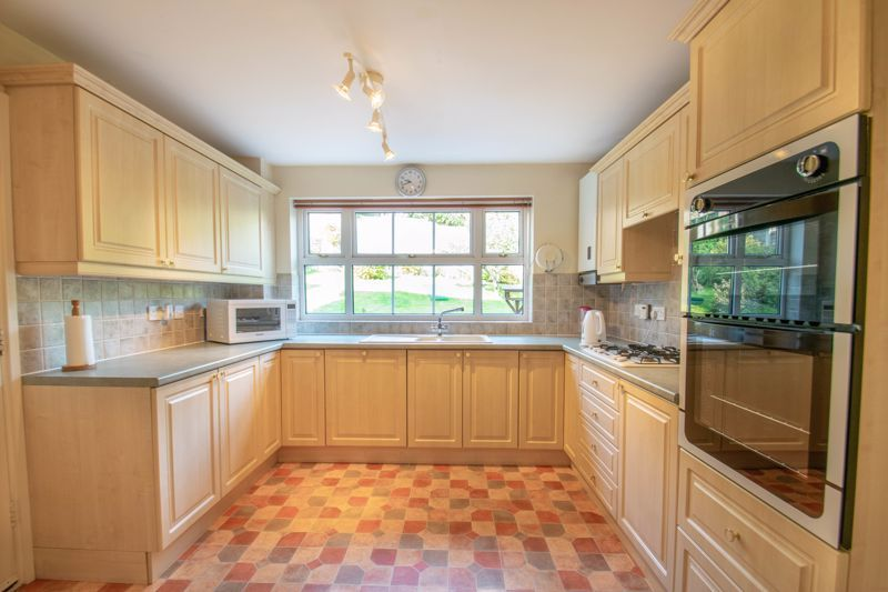 4 bed house for sale in Milford Close  - Property Image 2