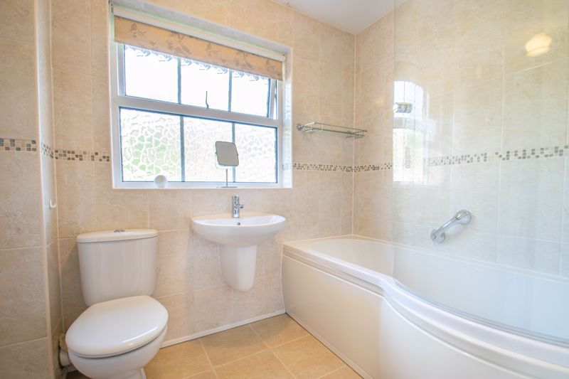 4 bed house for sale in Milford Close 11