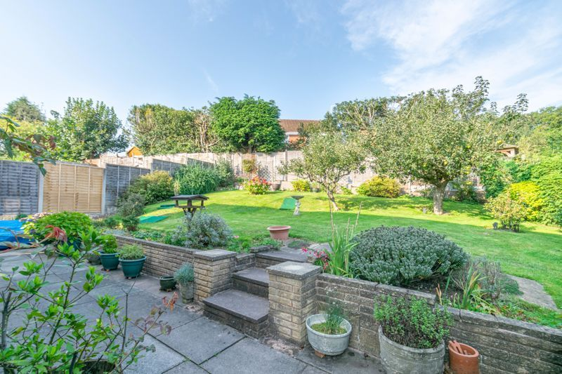 4 bed house for sale in Milford Close 12