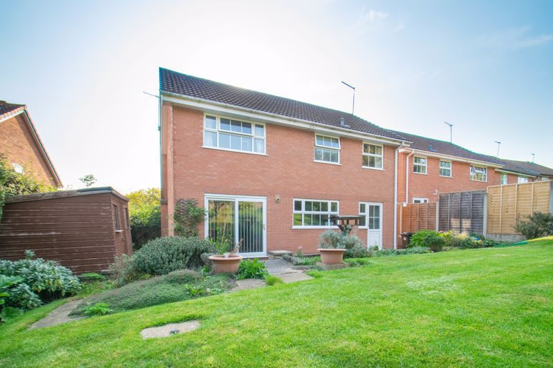 4 bed house for sale in Milford Close 13