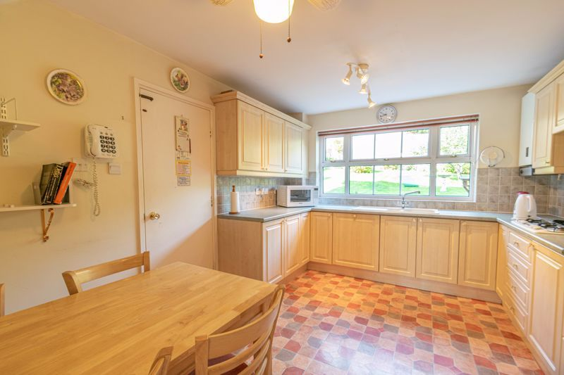 4 bed house for sale in Milford Close 3