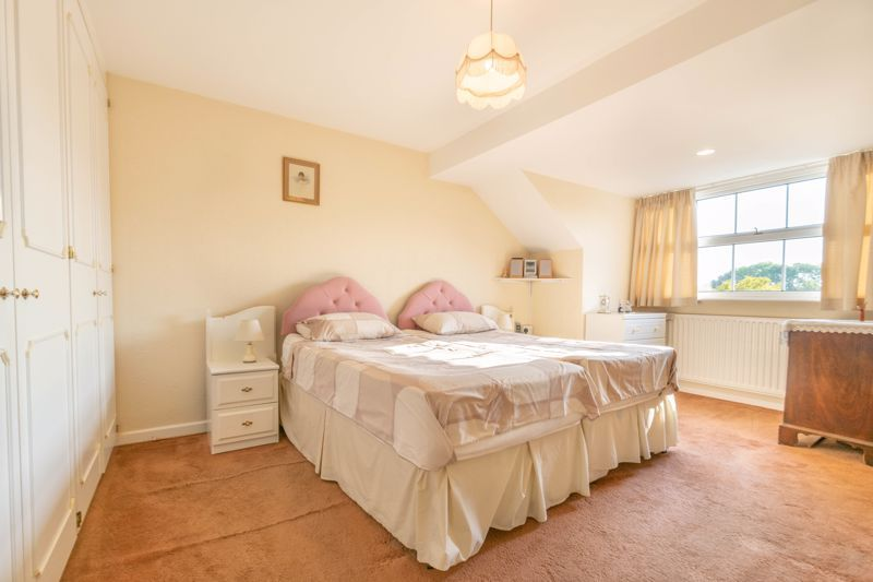 4 bed house for sale in Milford Close 6