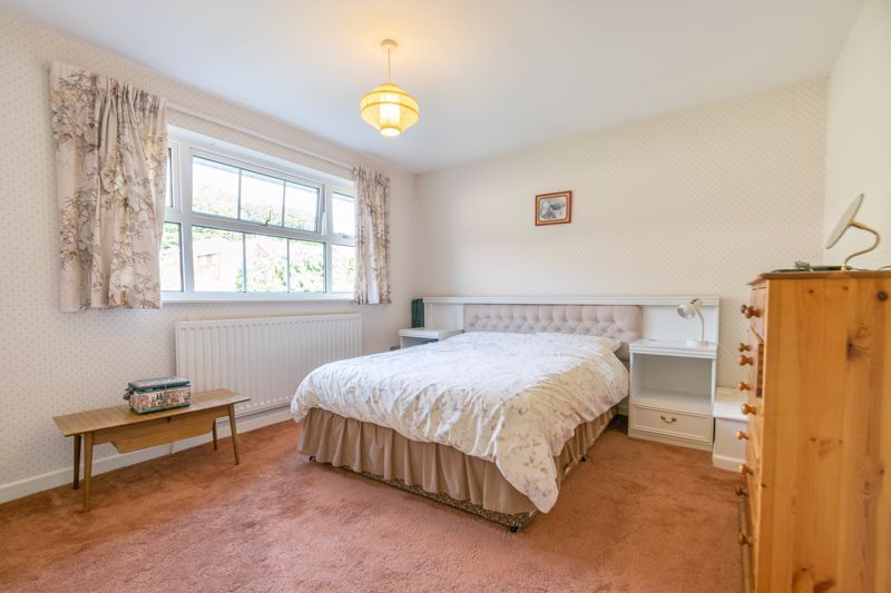 4 bed house for sale in Milford Close  - Property Image 8