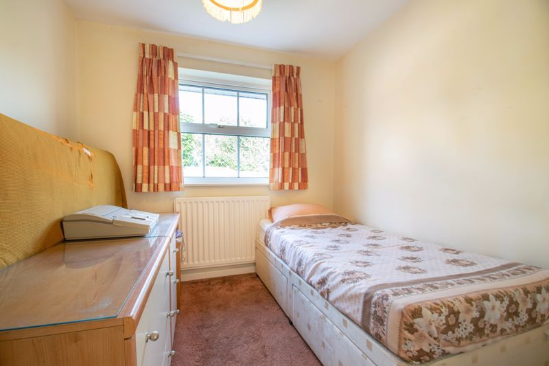 4 bed house for sale in Milford Close 9
