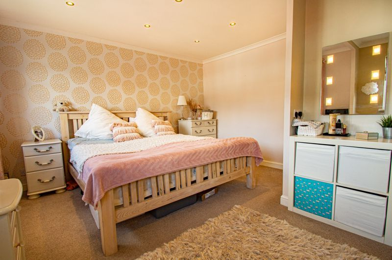 2 bed house for sale in Donnington Close 12