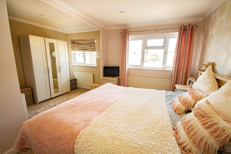 2 bed house for sale in Donnington Close 9