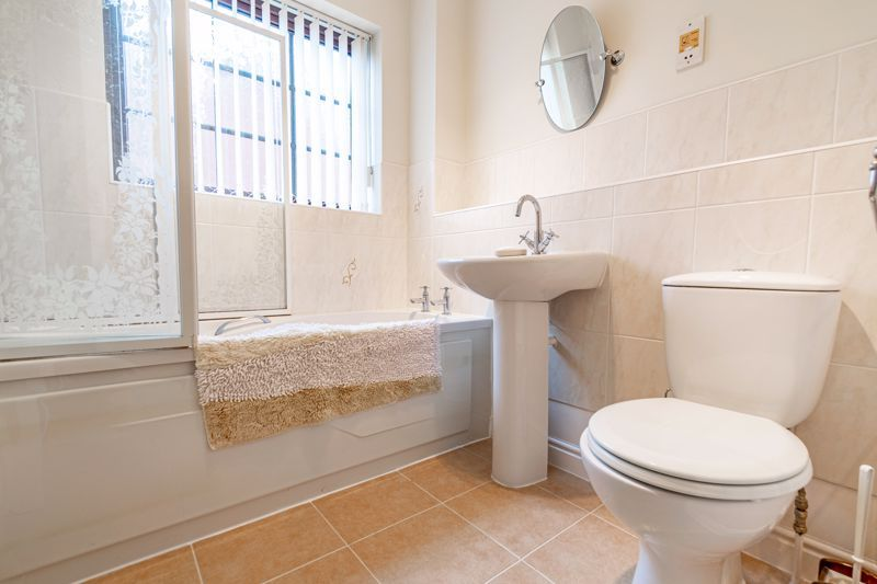 4 bed house for sale in Barley Croft  - Property Image 11
