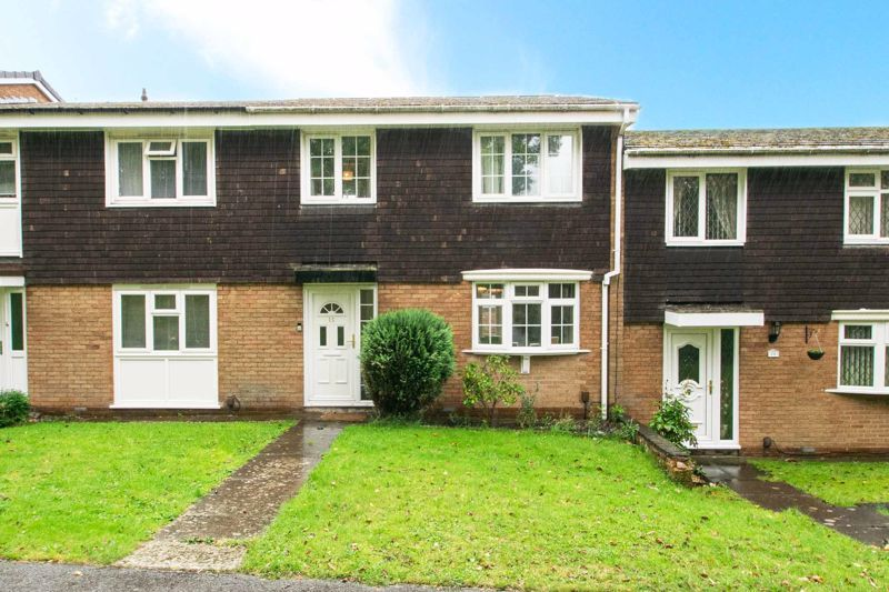 3 bed house for sale in Hartfields Way 1