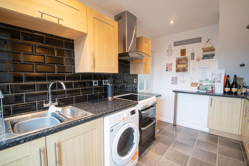 3 bed house for sale in Hartfields Way 6