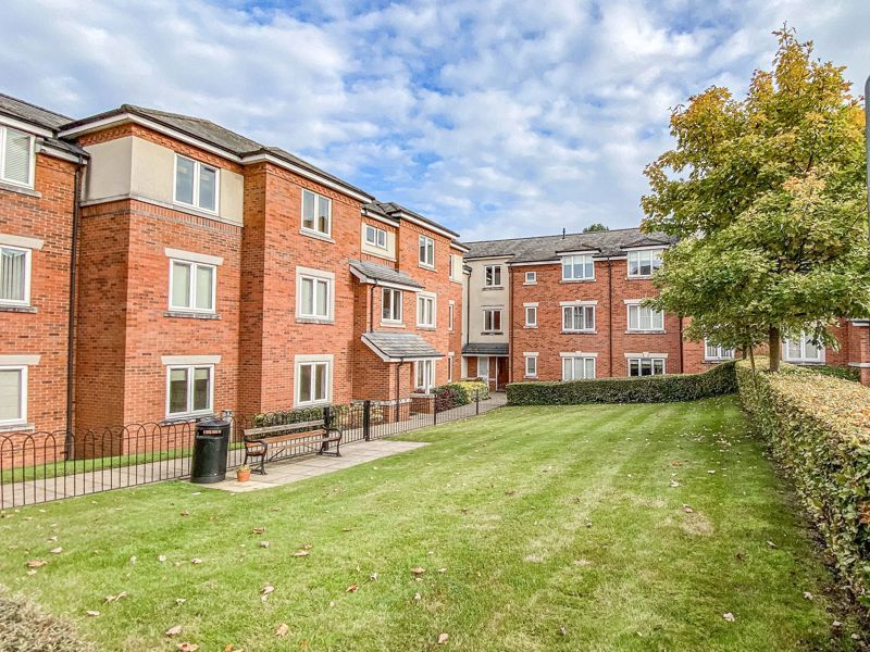 2 bed flat for sale in Stratford Gardens 1