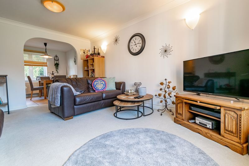 2 bed flat for sale in Stratford Gardens 2