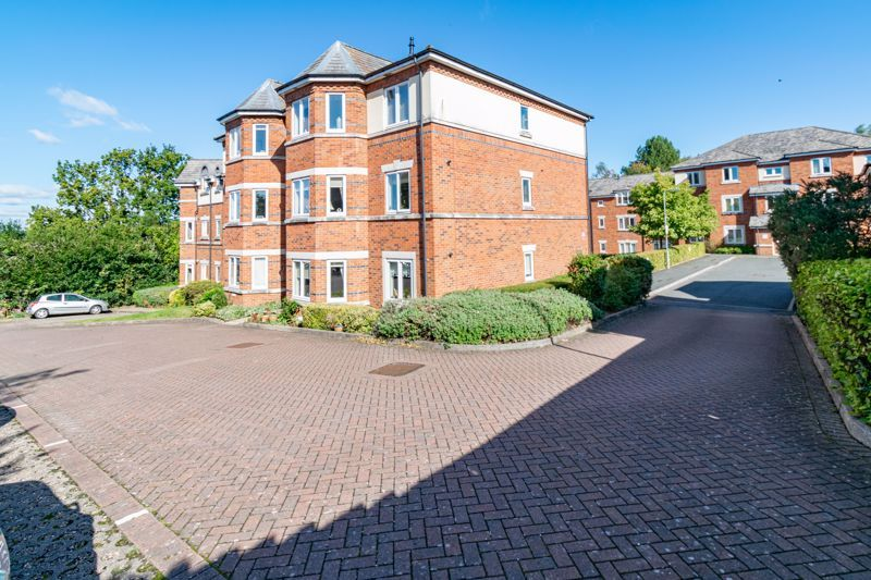 2 bed flat for sale in Stratford Gardens  - Property Image 13